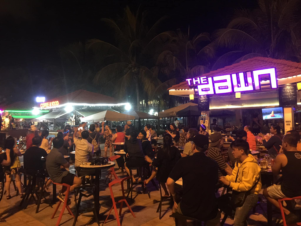 bars in Danang the dawn open air bar