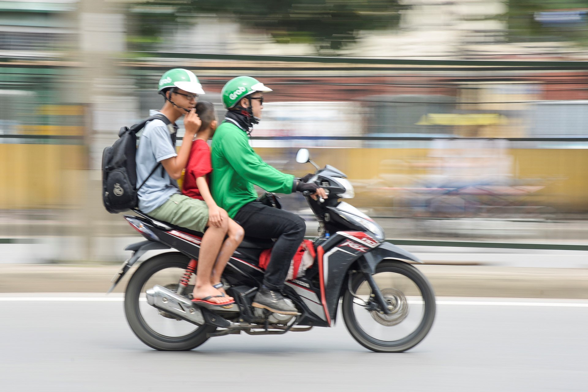 Beside private motorbike, is there any other transportation in Danang?
