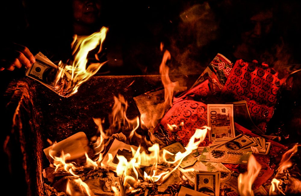 Burning joss paper in Vietnam – A thousands of years old ritual