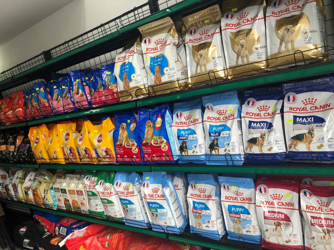 Many high quality pet products at a good pet store in Ho Chi Minh