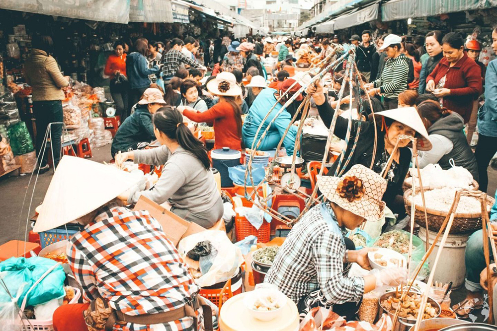 shopping in Da Nang - Con market food A Million Travels