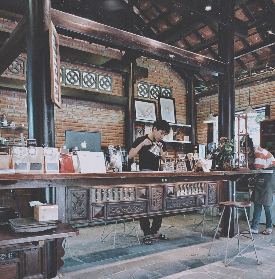 the Vietnamese wooden architecture inside this cafe in hoi an