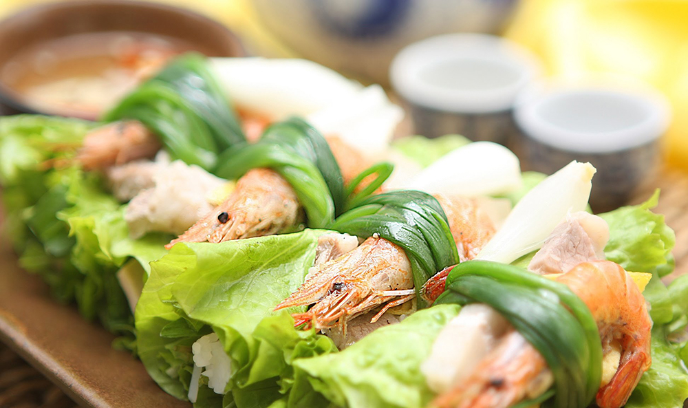 traditional food in Vietnam Than cuon tom thit
