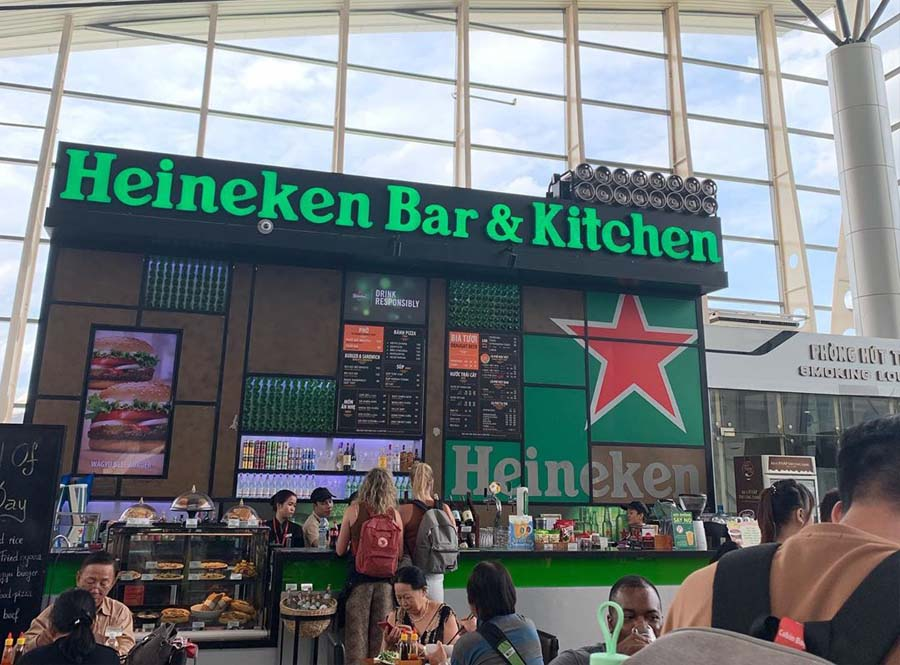 Convenient stores in the Da Nang airport