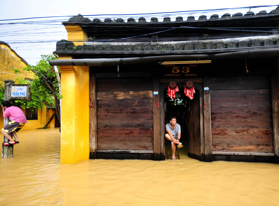 hoi an ancient town in the flood