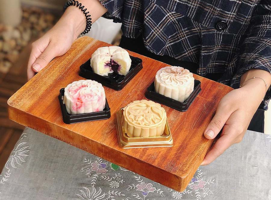 moon cake is an important part of mid autumn festival in vietnam